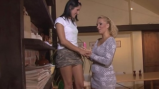 Lesbian blonde mom seduces girl into sex